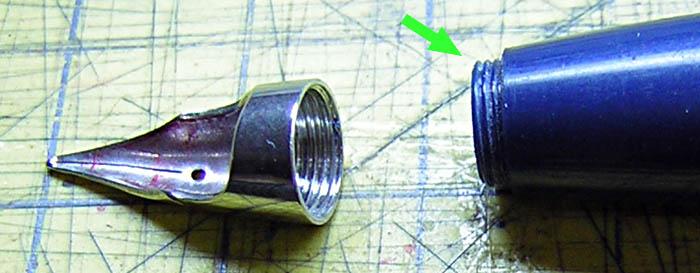 正確的筆尖應有這一小段螺紋